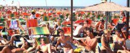 """Dove passerai il Ferragosto? A Rimini, naturalmente, per """"Un mare di fuoco""""! Spiaggia di Rimini, bagni 100 – 150, 15 agosto 2016"""