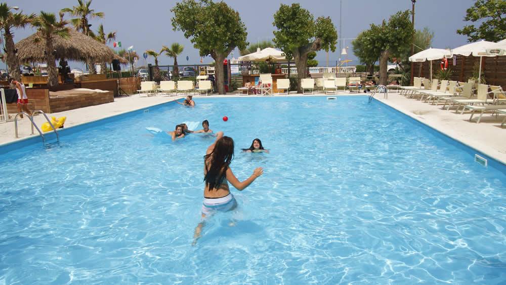 Hotel con piscina rimini albergo 3 stelle con piscina rimini marina centro - Champoluc hotel con piscina ...